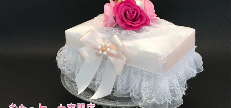 出産祝いに、ぴったりエレガントなおむつケーキ